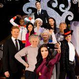 KIm Kardashian und viele weitere Persönlichkeiten aus Wachs kommen für ein Selfie in Madame Tussaud's in London zusammen.
