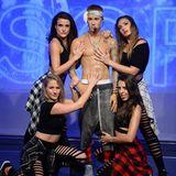 Ein neues und heißes Selfieobjekt gibt es jetzt in London zu sehen. Im Madame Tussauds kann man Justin Bieber bewundern, oben ohne und mit all seinen Tattoos steht er hier auf der Bühne umringt von weiblichen Fans.