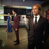 """Die Mitarbeiter von """"Madame Tussauds"""" sind auf Zack: Kaum ist die Scheidung von Brangelina bestätigt, werden die Wachsfiguren der Hollywoodstars auch schon auseinandergestellt. Zwischen Brad Pitt und Angelina Jolie steht nun Robert Pattinson."""