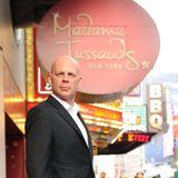 Das Kabinett von Madame Tussauds in New York hat einen neuen Star: ab sofort können die Besucher Bruce Willis die Hand schütteln.