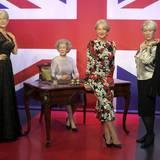 Welches ist hier das Original? Helen Mirren schummelt sich bei Madame Tussauds in London zwischen ihre wächsernen Ebenbilder.