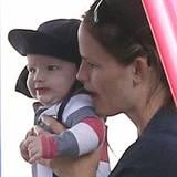 5. Juli 2012: Jennifer Garner macht einen Ausflug mit ihrem jüngsten Spross Samuel.