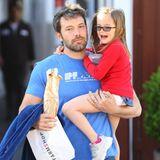 10. April 2014  Ben Affleck geht mit Tochter Seraphina in Brentwood einkaufen.