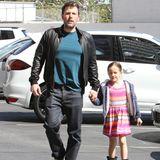 2. April 2016  Vater-Tochter-Zeit: Ben Affleck ist mit seiner Tochter Seraphina auf dem Weg ins Kino in Beverly Hills.