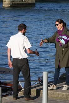 Ben Affleck + Jennifer Garner: 7. Mai 2016  Jennifer Garner urlaubt in Paris. Mit dabei: ihre Kinder und auch ihr Noch-Ehemann Ben Affleck. Der muss bei diesem Bootstrip allerdings im Hotel bleiben.