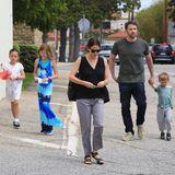 24. April 2016: Auftritt zusammen als Familie: Ben Affleck und Jennifer Garner sind mit ihren Kindern Seraphina, Violet und Samuel auf dem Weg in die Kirche in Los Angeles.
