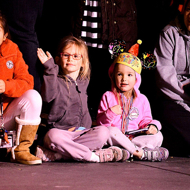 7. Januar 2013: Einen Tag nach der Geburstagsparty geht der Spaß weiter: Violet und Seraphina amüsieren sich im Disneyland.