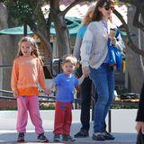 31. Januar 2015  Jennifer Garner ist mit ihren Kids Seraphina und Samuel unterwegs.