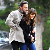 11. Dezember 2014  Eng umschlungen spazieren Ben Affleck und Jennifer Garner durch Los Angeles.
