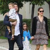 27. März 2016  Getrennt und doch zusammen: Ben Affleck und Jennifer Garner gehen mit ihren Kindern gemeinsam zum Ostersonntag Gottesdienst in Pacific Palisades.