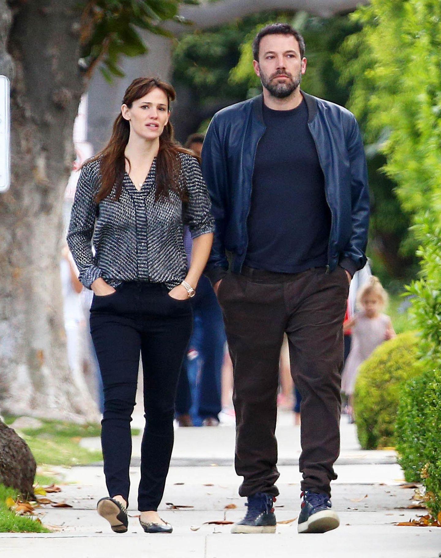24. April 2015  Nach einem Streit mit Jennifer soll Ben Mitte April in ein buddhistisches Kloster in Kanada geflohen sein. Hier sieht man die beiden zusammen in Brentwood.