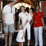 Familienfoto mit Großmutter Königin Sofia