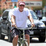Ed O'Neill fährt in Santa Monica mit dem Fahrrad vom Café nach Hause.