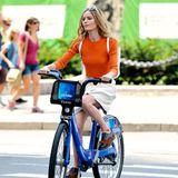 Kate Bosworth fährt auf einem City Bike durch New York.