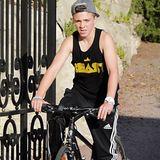 Rocco ist mit Mama Madonna im Frankreichurlaub. Der Junior macht mit dem Fahrrad die Gegend unsicher.