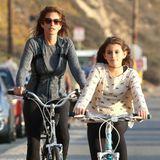 Cindy Crawford und ihre Tochter Kaia genießen das schöne Wetter und drehen in Malibu auf dem Fahrrad ihre Runden.