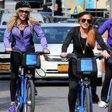 Lindsay Lohan macht mit ihrer Mutter Dina eine Fahrradtour durch Manhattan.