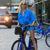 Karolina Kurkova schnappt sich ein New Yorker City Bike und radelt durch Manhattan.
