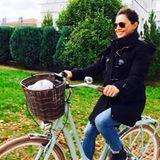 Die schwangere Moderatorin Nazan Eckes nutzt den freien Sonntag für eine ausgedehnte Radtour.