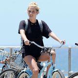 Sängerin Kesha verbringt eine schöne Zeit am Strand von Venice in Kalifornien.