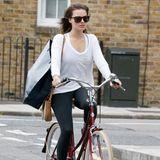 Margot Robbie düst mit ihrem Fahrrad nach dem Shopping durch London.
