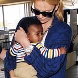 Dies ist das erste Bild von Charlize Theron mit ihrem Adoptivsohn Jackson. Die Schauspilerin nahm den kleinen Jungen im März 201