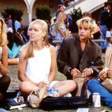 Ein gemütlicher Mädchen-Plausch in der Schulpause: Donna Martin, Kelly Taylor, Emily Valentine und Andrea Zuckerman