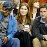 """Samuel L. Jackson und Luke Wilson verfolgen das Basketballspiel der """"New Orleans Hornets"""" ganz gelassen vom Spielfeldrand."""