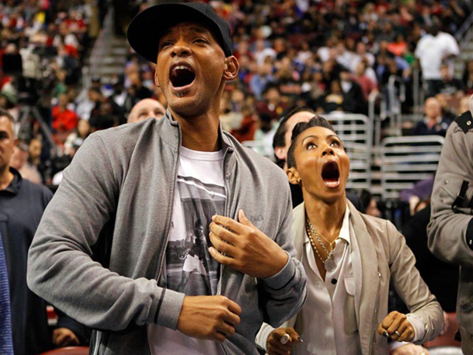Will und Jada Pinkett Smith hält es bei dem Basketballspiel in Philadelphia nicht auf den Sitzen.