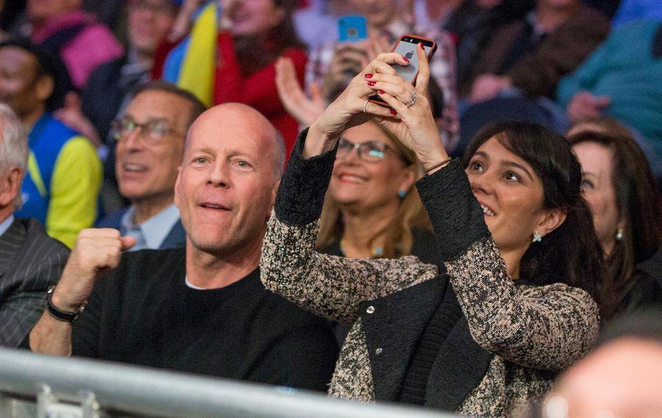 Auch Bruce Willis und seine Frau Emma Heming feuern Klitschko an.