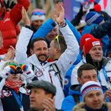 Kronprinz Haakon feuert die norwegischen Athleten bei den Olympischen Winterspielen in Sotschi an.