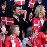 Prinz Frederik und Dänemarks Premierministerin Helle Thorning-Schmidt schauen sich das Handballspiel zwischen Dänemark und Mazedonien bei der Europameisterschaft im eigenen Land an.