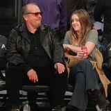 Jack Nicholson und Tochter Lorraine schauen sich gemeinsam ein Basketballspiel der Lakers in Los Angeles an.