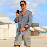 Gerard Butler hält seinen Tag am Strand von South Beach mit der Kamera fest.