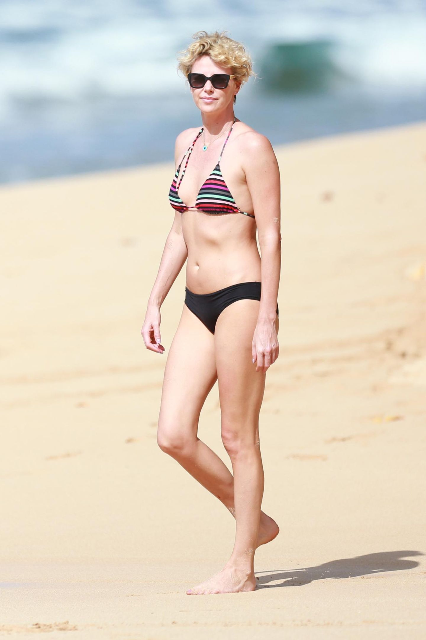 Charlize Theron genießt die Tage über Silvester auf Hawaii.