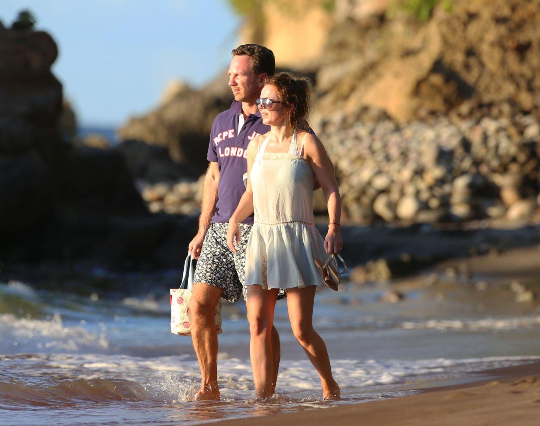 Geri Halliwell und ihr Verlobter Christian Horner machen sich am Strand von St. Lucia in der Karibik auf den Weg zu ihrem Boot.