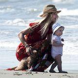Michelle Hunziker verbringt Zeit mit ihrer Tochter Sole am Strand von Forte dei Marmi.