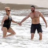 Hugh Jackman und seine Frau Debora-Lee Furness feiern ihren 20. Hochzeitstag am Strand von Saint Barth. Am 11. April 1996 hat sich das Traumpaar das Jawort gegeben. Wir gratulieren von Herzen.