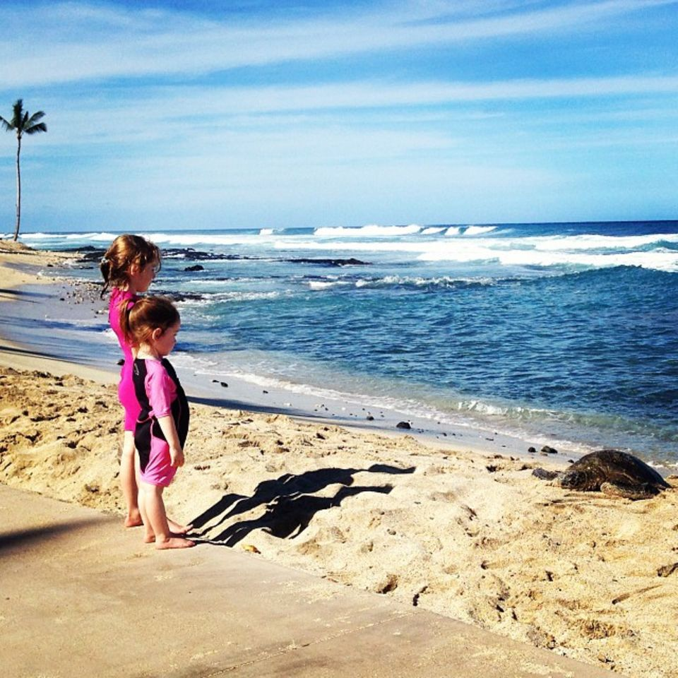 Alyson Hannigan schickt sonnige Thanksgiving-Grüße vom Strand.