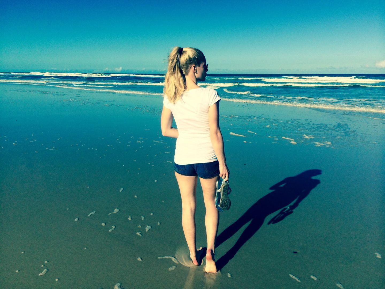 Mit einem Strandfoto aus Australien bedankt sich Angelina Heger für die Fanpost während ihres Dschungelcamp-Aufenthalts.