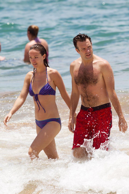Verliebt planschen Olivia Wilde und Jason Sudeikis in den Wellen von Hawaii.