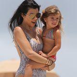 Sommer, Sonne, Spaß und Meer! Kourtney Kardashian und Tochter Penelope genießen bestes Strandwetter in Miami Beach.