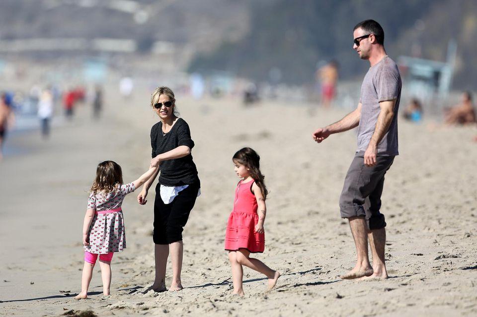 Sarah Michelle Prinze und ihr Mann Freddy Prinze Jr. feiern mit ihrer Tochter Charlotte den Geburtstag einer Freundin am Strand in Los Angeles.