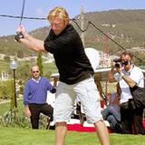 29. April 2001: Auch auf dem Golfplatz probiert unser Tennisprofi sein Glück