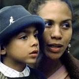 20. Mai 1998: Noah-Gabriel Becker und seine Mutter Barbara gucken dem Vater beim spielen zu