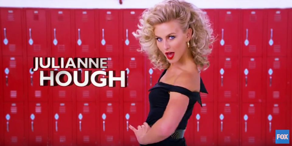 """Julianne Hough übernimmt in der Neuauflage von Fox die Rolle der """"Sandy Olsson""""."""