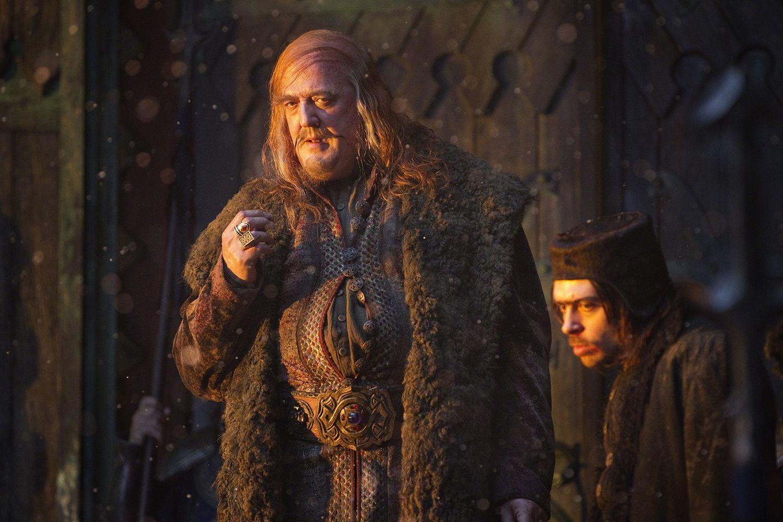"""Stephen Fry in """"Der Hobbit - Smaugs Einöde""""  Die fantasievollen Kostüme der """"Herr der Ringe""""-Trilogie und der """"Hobbit""""-Verfilmungen sind ja bekannt. Stephen Fry als schmierbäuchigen, zwielichtigen Bürgermeister der Seestadt Esgaroth in """"Der Hobbit - Smaugs Einöde"""" zu sehen, ist ein Erlebnis."""
