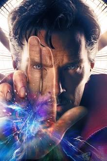 """Mit grauen Schläfen und durchdringendem Blick bringt """"Sherlock""""-Star Benedict Cumberbatch als Marvels """"Doctor Strange"""" ab November dieses Jahres die Herzen seiner Fans zum Schmelzen. Der erste Trailer, der ab jetzt im Netz zu finden ist, sieht zumindest sehr vielversprechend aus."""