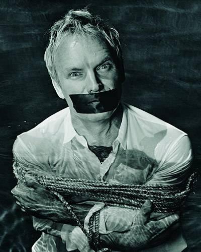 Sting als Opfer, er ließ sich für die Fotoaufnahmen fesseln und knebeln