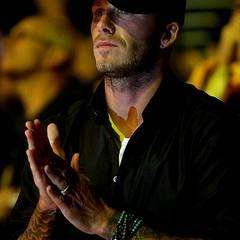 David Beckham gibt den Ketten seinen eigenen Touch: Er trägt sie ums Handgelenk